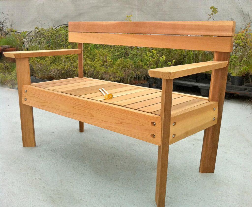ספסלי עץ לבית