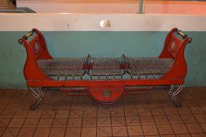 ספסל עץ רטרו